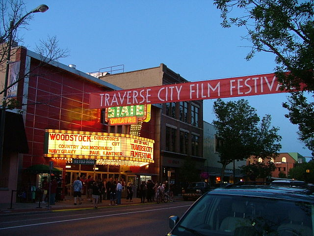 File:State Theater in Traverse City (1).jpg - Wikimedia Commons