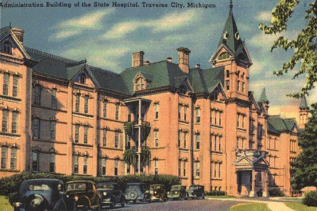File:Traverse City State Hospital postcard circa 1930.jpg